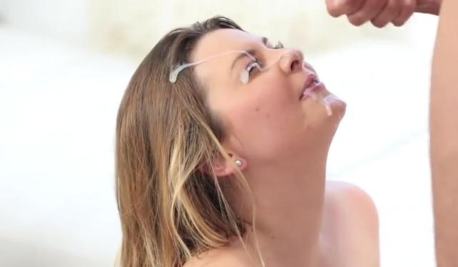 Путана с спермой на лице
